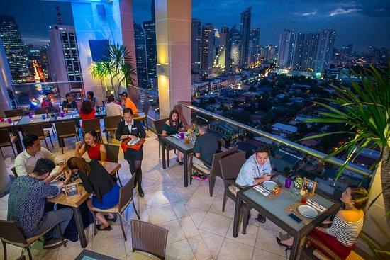 City Garden Hotel Makati Encima Roofdeck Restaurant Picture Of City Garden Hotel Makati Tripadvisor
