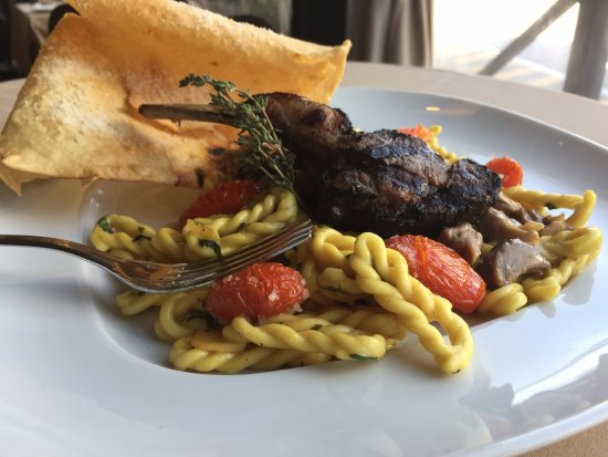 Arcodoro : Lorighettas Pasta with goat and roasted tomatoes
