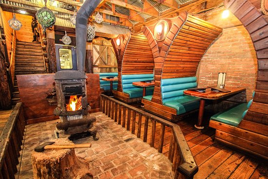 Cayucos, CA: Intimate Galley Dining Room