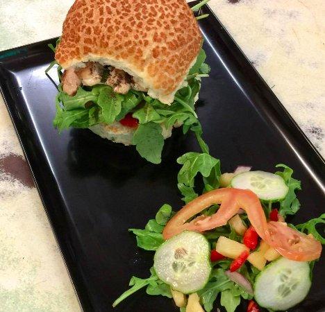 Cow Bay, Australia: More yum burger fun