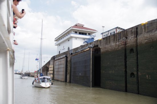 Panama Canal Tours: Water level lowered in the Pedro Miquel Locks