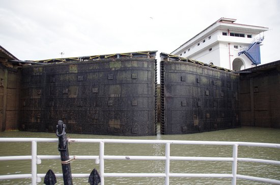 Panama Canal Tours: Opening of the lock gates at Aqua Flores