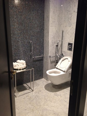 La Clef Tour Eiffel Paris Hotel Lobby Bathroom