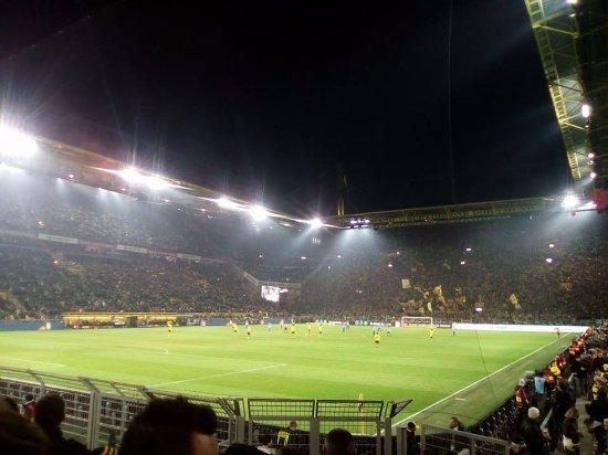 Signal Iduna Park: เกม Bundesliga ระหว่าง Borussia Dortmund พบ Hertha Berlin เมื่อวันที่ 2 พ.ย. 2016