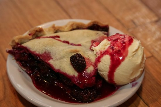 Ashford, WA: Homemade Blackberry Pie