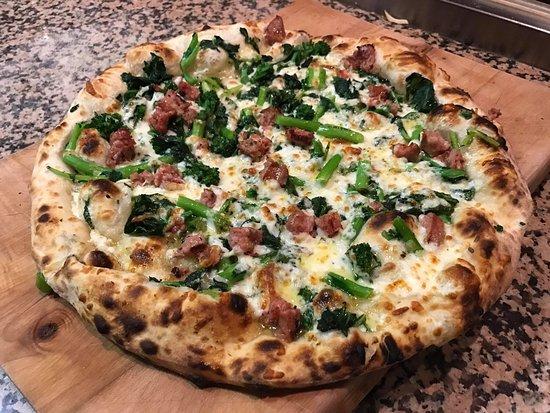Woodbridge, Canadá: N96 pizza.