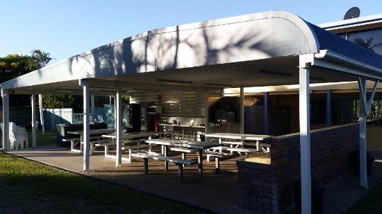 Alexandra Headland, Australien: Communal kitchen, BBQs, & Pizza oven