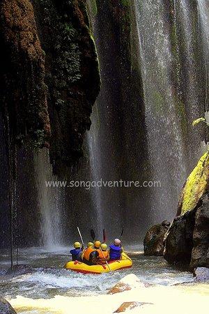 Chèo xuồng & ngồi phao trên sông