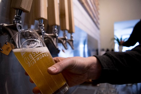 Gibsons, Canadá: Fresh, locally made beer on tap