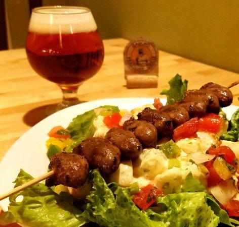 Blacksburg, فيرجينيا: Salad Meal featuring Chicken Hearts!!