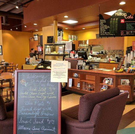 Tigard, OR: The Hilltop Cafe is warm and welcoming.
