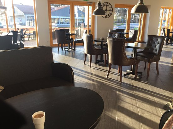 Loddekopinge, Zweden: The sun shining into the cosy welcoming environment!