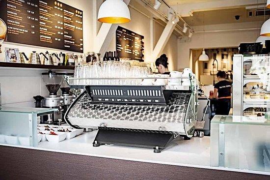 Koffiemachine De Keuken : Koffiemachine bar en keuken picture of doppio espresso den bosch