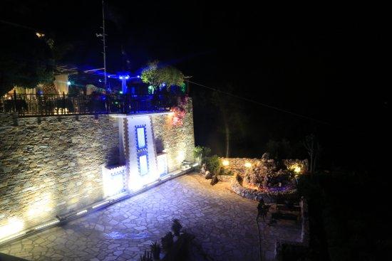 Loutraki, Hellas: (ΦΑΡΟΣ)ΑΠΙΣΤΕΥΤΗ ΘΕΑ