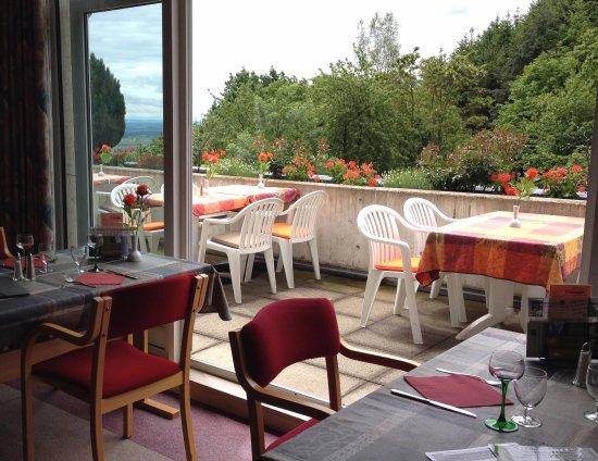 Husseren-les-Châteaux, France : Brasserie et terrasse