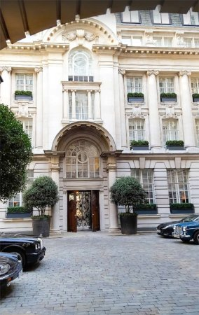 Rosewood London: courtyard