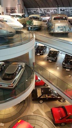 ΕΛΛΗΝΙΚΟ ΜΟΥΣΕΙΟ ΑΥΤΟΚΙΝΗΤΟΥ: Museum on three floors