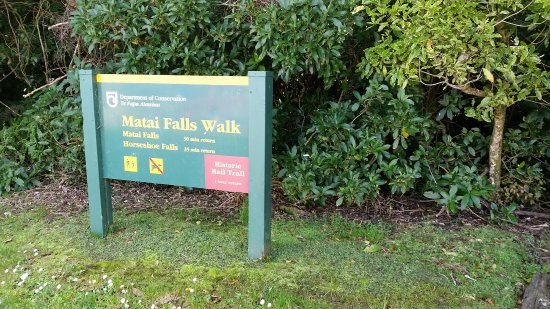Owaka, New Zealand: Falls sign
