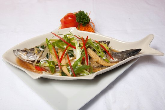 Mount Waverley, Australia: Steamed ginger barramundi, whole fish