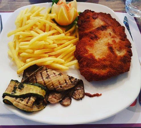 Minusio, Suiza: Cordon Bleu fatto a mano!
