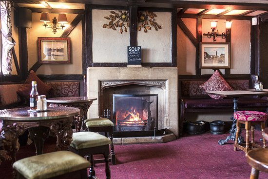 Walton on the Hill, UK: The Chequers- a village pub welcoming on all occasions