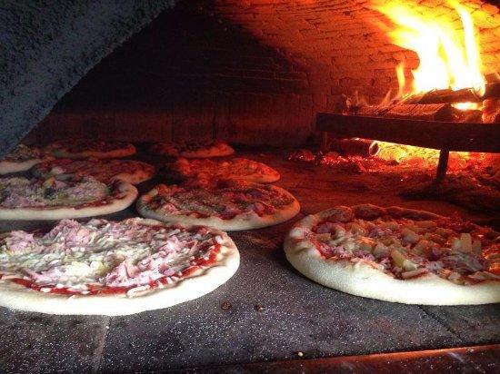 Pizzas cuites au feu de bois Picture of Restaurant L'Italiano, Nimy TripAdvisor # Restaurant Feu De Bois