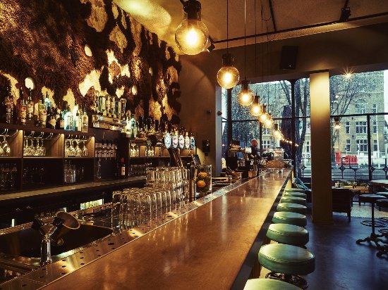 Louie louie interieur picture of bar louie louie for Bar interieur