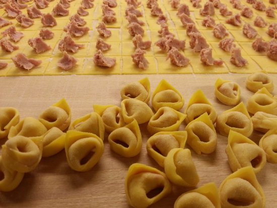 ‪‪Savignano sul Panaro‬, إيطاليا: Fresh pasta cooking class: how do we make Tortellini? Come learn!‬