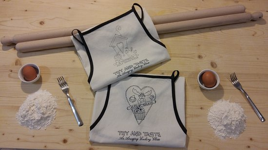 Savignano sul Panaro, Италия: Fresh pasta cooking class: our gift to thank all participants, the aprons!