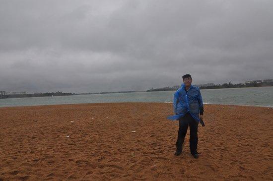 Qionghai, China: 风雨中的万泉河入海口