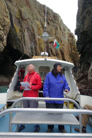St. Davids, UK: The guides taking us up close into the rocky bays around Ramsey Island