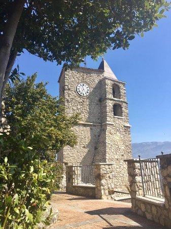 Oliveto Citra, Italien: Il Campanile e la Torre dell'Orologio visto da una terrazza soprastante l'Oasi