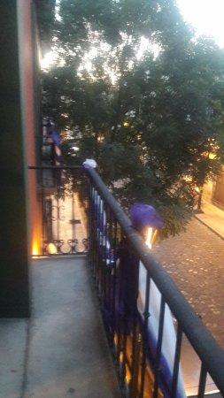 Hostal de la Noria: Vista a la calle (av Hidalgo) desde el balcon de la suite junior