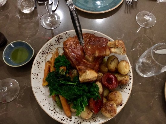 Rowland Flat, Australien: The Suckling Berkshire Pig for Two