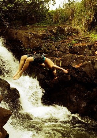 Lawai, Hawái: Son #2 backflipping into waterfalls