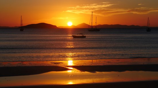 Great Keppel Island, Australien: Taken from the lounge chairs, just down from the outdoor kitchen