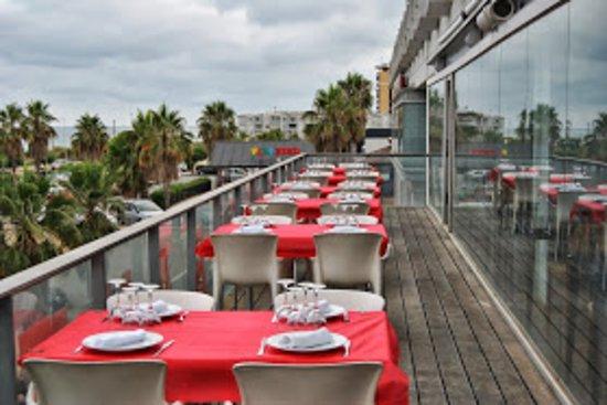 Cabrera de Mar, إسبانيا: Una buena terraza donde poder comer, con buenas vistas, y la brisa del mar