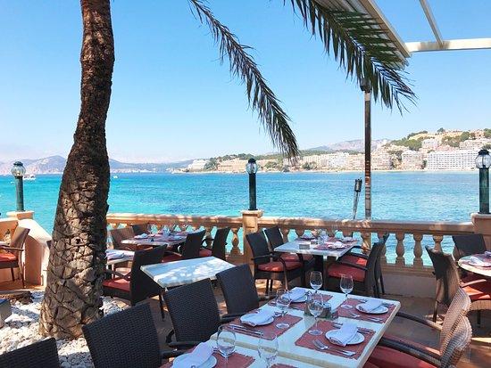 Meson del Mar: Disfruta de la vista de la Bahía de Santa Ponsa desde la terraza.