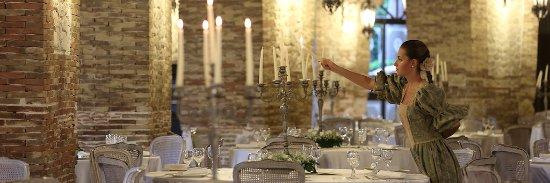 Siculiana, Италия: Le sale per il ricevimento occupano gli spazi di antichi saloni trecenteschi.