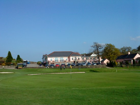 Cwmbran, UK: Eighteenth Green looking towards the North Side of the Club House.