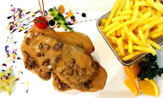 Yverdon-les-Bains, Suiza: Steak de boeuf, sauce aux morilles
