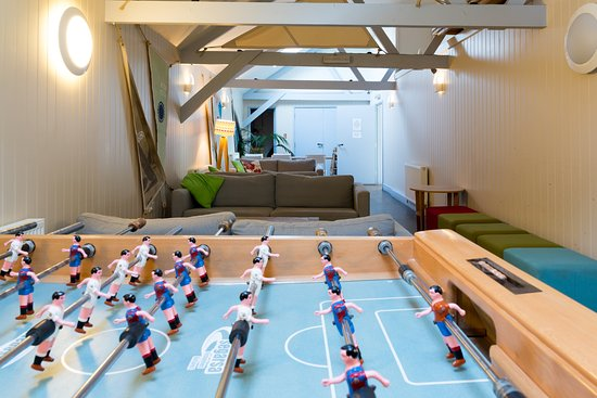 Porthleven, UK: Family room with Foosball