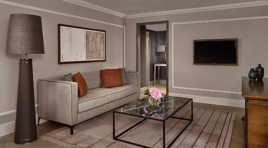 Hyatt Regency London - The Churchill: Regency Executive Suite Living Area