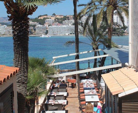 Meson del Mar: Entrada a nuestro restaurante, mar y sol.