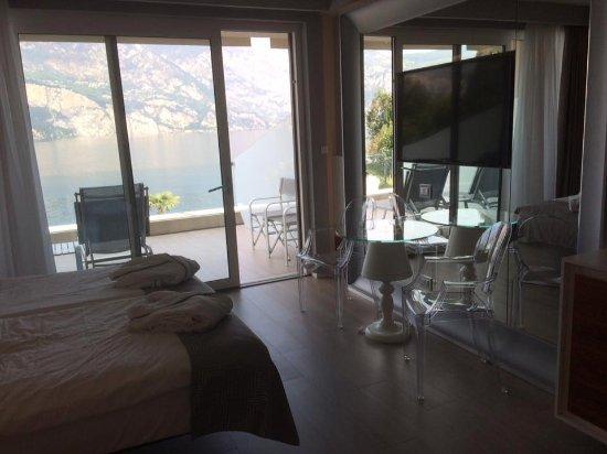 Hotel Castello Lake Front Image