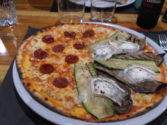 Salardu, Spain: pizza a mitades