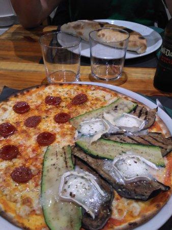 Salardu, Spanien: pizza a mitades + calzzone