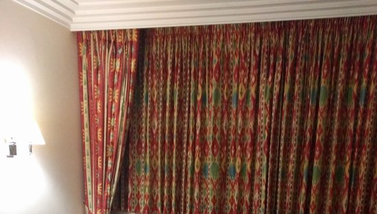 Thistle City Barbican: Curtains from the 90's in premium room