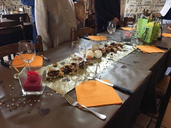 Viriat, Francia: Table spécialement décorée pour l'occasion