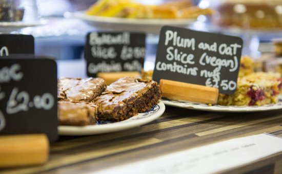 Hallatrow, UK: Delicious home made cakes and snacks to suit all tastes and preferences